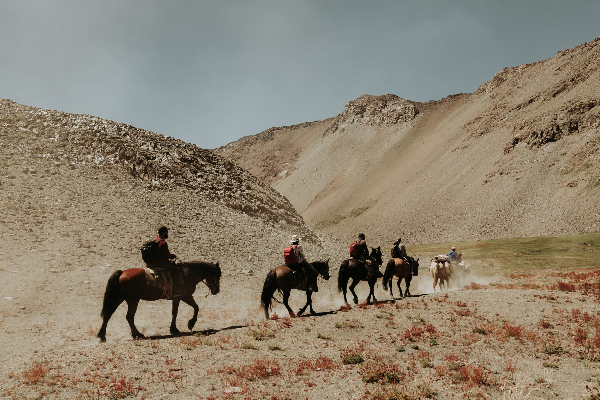 Horse riding adventure wedding in Chile - Group arriving at campsite